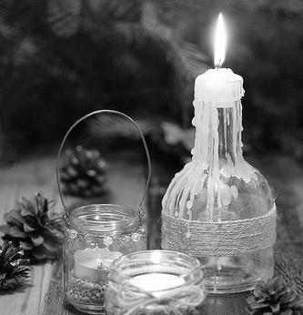 candle pinecone blkwht